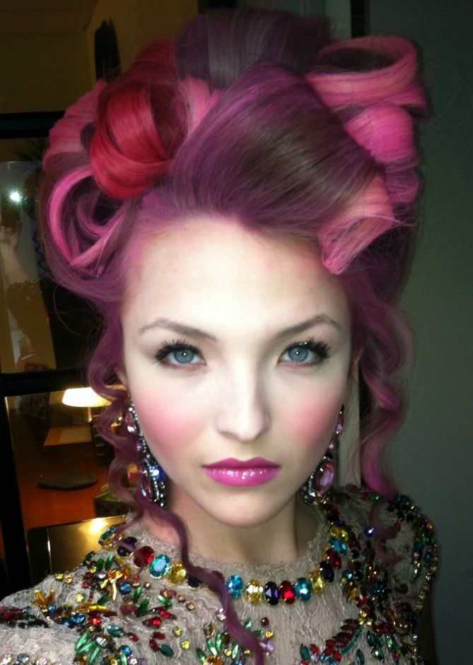 Who had pink hair and was from the capitol in the hunger games