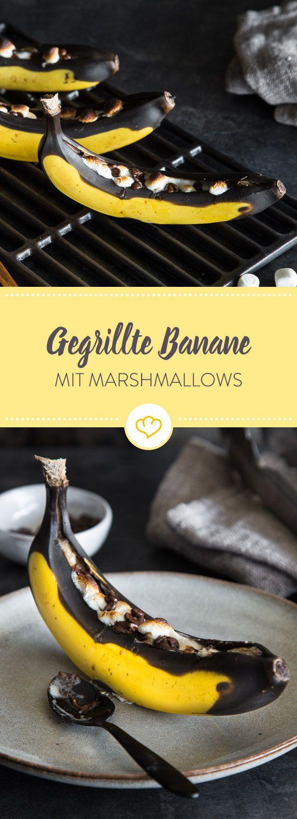 Fülle deine Banane mit Schokolade und Marshmallows, leg sie auf das Rost und sorge mit dieser Köstlichkeit für eine süß-fruchtigen Abschluss beim Grillen. (Indian Sweet Recipes)