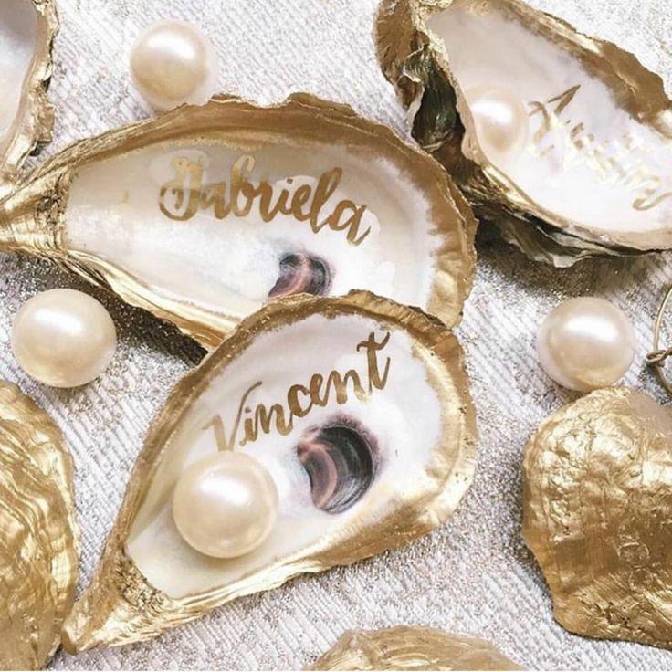 tischkarten zur hochzeit muschel perlen namen gold bemalt