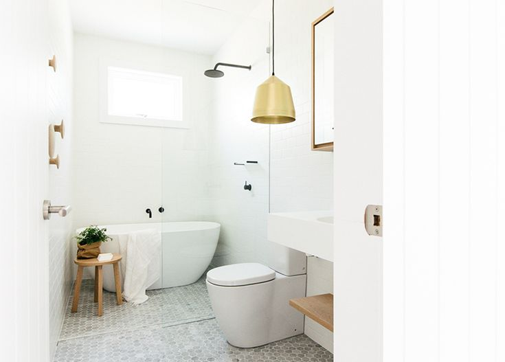 gold pendant lamp in the bathroom