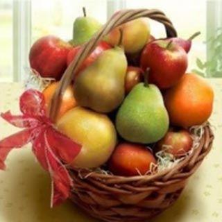 Canasta De Frutas. Hermoso regalo, para sorprender en cualquier ocasión, con estilo, le encantara. www.surprisesbogota.com tel: 4380157 Cel: 3123750098