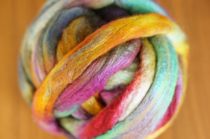 Q-art zelf geverfde merinoswol  kijk op http://www.q-artvilt.com/c-2072133/zelf-geverfde-merino-wol-met-zijde/ voor alle kleuren en nog meer materialen