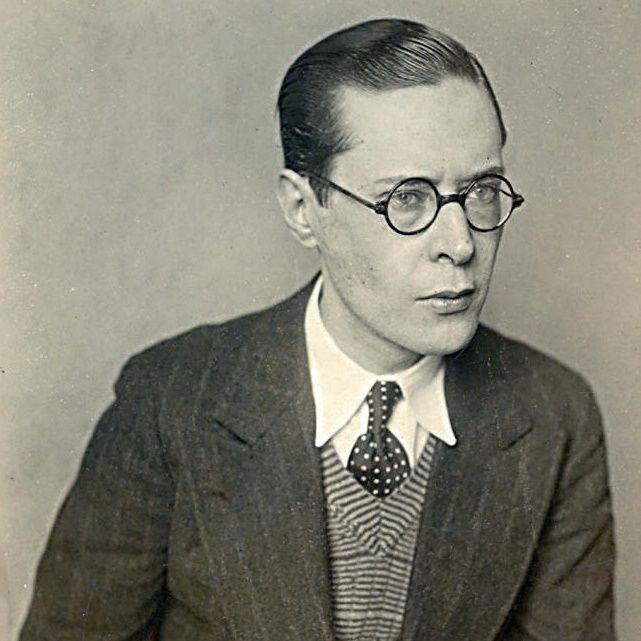 """""""Silencio"""", del argentino Francisco Luis Bernárdez (1900-1978), es el poema clásico que he escogido para ti esta semana. http://ciudadseva.com/texto/silencio-4"""