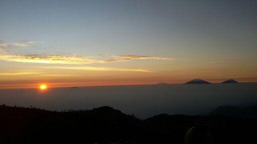 Sunrise di 2.565 mdpl Gunung Prau