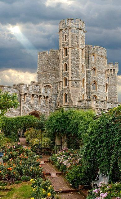 Windsor Castle (Rose Garden), Windsor, England | Flickr - Photo by Bobrad