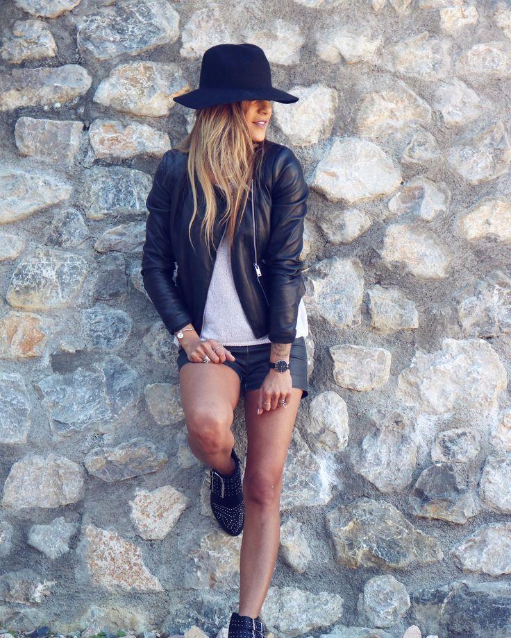 La tendance du simili cuir sous touts ses formes. Quatre styles différents pour porter le simili cuir ! Plutôt glamour ou rock ? Pantalon, jupe ou short ?