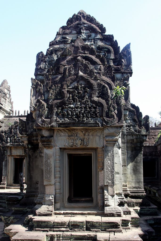 Bantey Samrè - Treasures of Angkor.  Banteay Samrè is a temple at Angkor, Cambodia located east of the East Baray. Built under Suryavarman II and Yasovarman II in the early 12th century, it is a Hindu temple in the Angkor Wat style. Named after the Samré, an ancient people of Indochina, the temple uses the same  materials as the Banteay Srei.