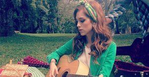 Ruiva, Sophia Abrahão muda nome artístico e lança prévia de nova música  - Ruiva para 'Amor à Vida', Sophia Abrahão tira o sobrenome da carreira musical e lança prévia do single 'É Você'. Ouça!
