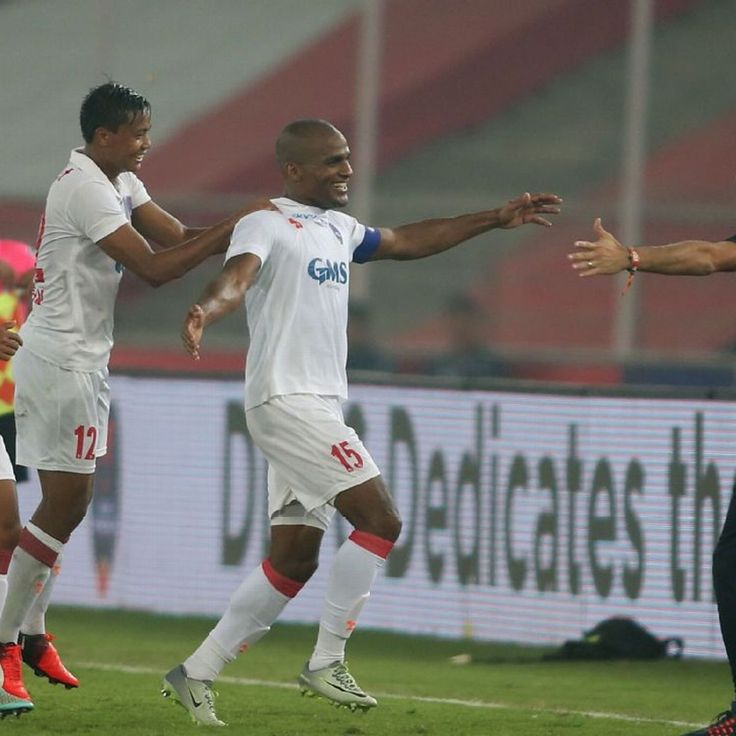 Florent Malouda finally arrives at the ISL