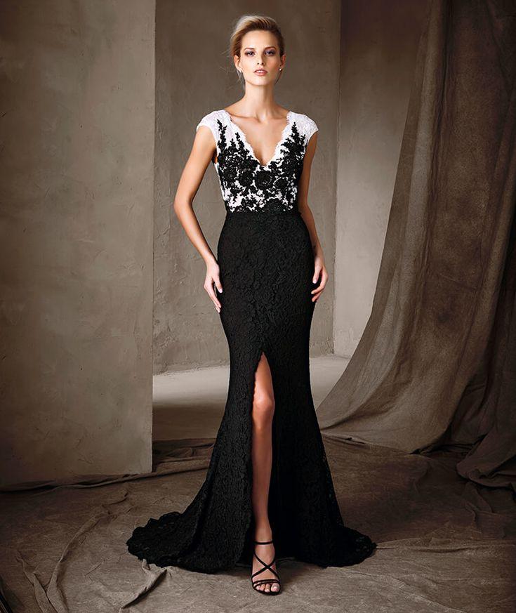 PRONOVIAS COLECCIÓN FIESTA 2017 Modelo CARLA Vestido largo bicolor de encaje y estilo sirena. El cuerpo con escote de pico muestra un vistoso mosaico floral, con una sugerente apertura frontal en la falda del vestido.