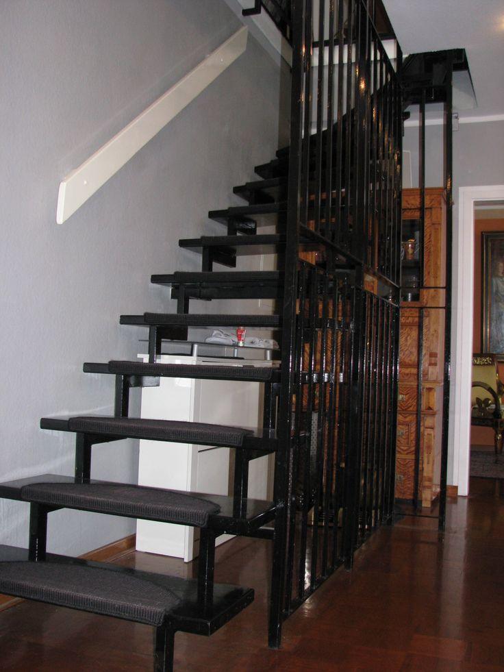 Offene Treppe zum Dachgeschoß