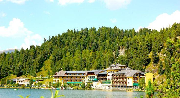 Das Seehotel Jägerwirt erwartet Sie mit einem Wellnessbereich, einem Innen- und Außenpool sowie einem Restaurant mit österreichischen Spezialitäten.