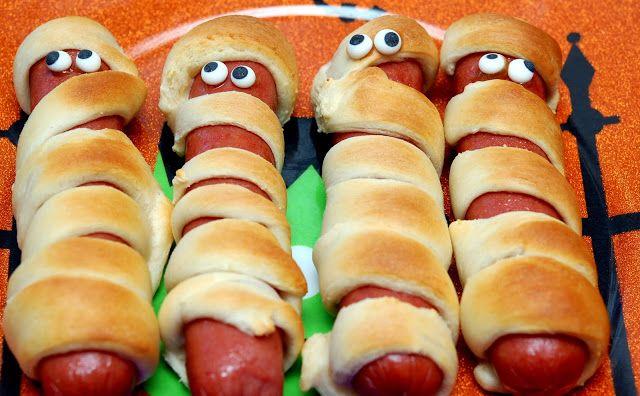 MUMMY HOT DOGS FOR DINNER!