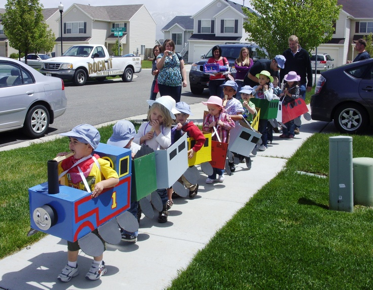 Train Birthday Party ideas! Painting egg cartons as trains n use diaper boxes as trains.