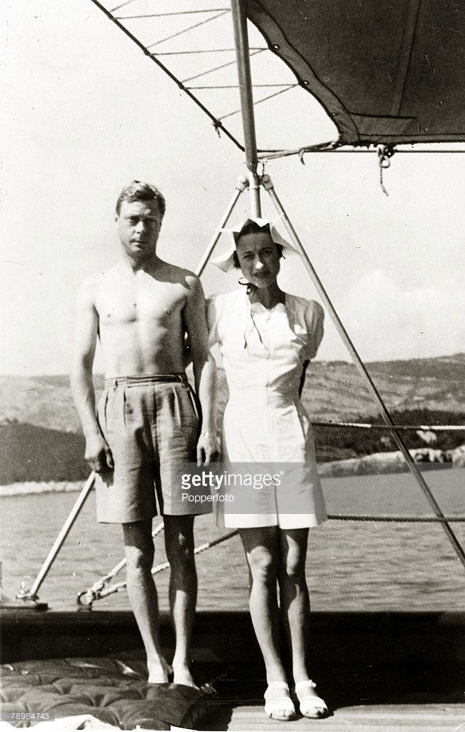 circa 1936, King Edward VII and Mrs, Wallis Simpson, (later The Duke and Duchess of Windsor) (Photo by Popperfoto/Getty Images)