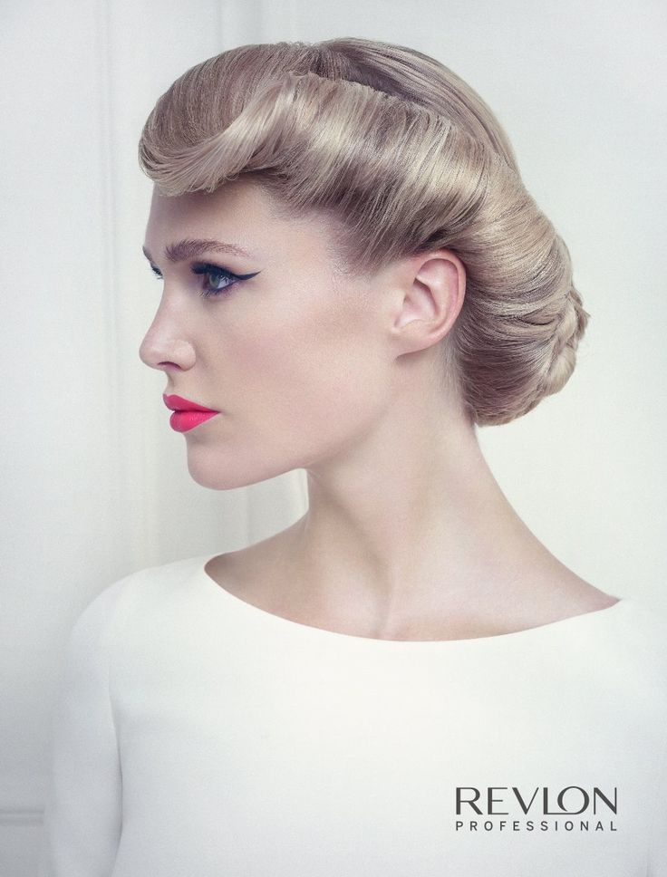 Revlon Professional presents the 2015 bridal collection, inspired by romantic and elegant yet, classic glamour. The spirit of haute couture gets transferred to the hair, which becomes the most precious complement of the bride.