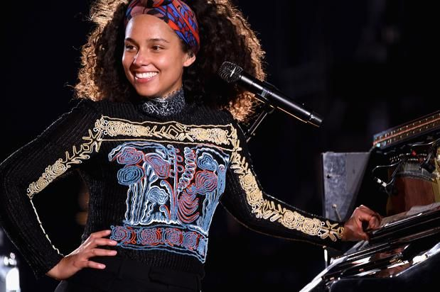 Alicia Keys has made a lot of R&B Classics including these 10 tracks. Alicia Keys took over the scene with her piano playing skills and undeniably beautiful voice. Her debut album Songs In A Minor was released in 2001 and featured the track 'Fallin' that is easily recognized as her best number to da...