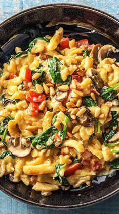Rezept: Sommerliche Spinat Spätzle Pfanne in cremiger Soße mit Pinienkernen Di… – Essen und trinken