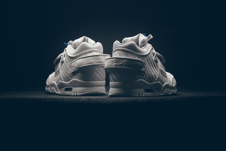 "La Nike Air Trainer Cruz ""Light Bone"" révolutionne le concept de la sneakers blanche"