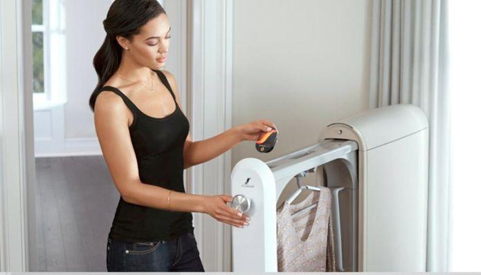 Chegando em setembro às lojas dos EUA por US$ 499 uma máquina que limpa, higieniza e desamassa peças de roupa por um processo inovador que dispensa o uso de água. Pequena e de instalação simples, a Swash ainda restaura as fibras dos tecidos, conservando as roupas por mais tempo. No TechTudo, por Marvin Costa.