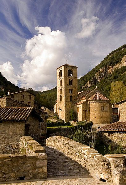 Beget, Catalonia // mountains + ocean + stone buildings = can I please live here??