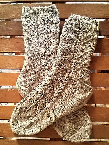 Many thanks shuchong for sharing the beautiful picture with us! Here is a picture of Narcissus Lace Socks (Cuff Down) knitted by shuchong! You can see more pictures of Narcissus Lace Socks (Cuff Down) which knitted by shuchong at https://www.ravelry.com/projects/shuchong/narcissus-lace-socks-cuff-down