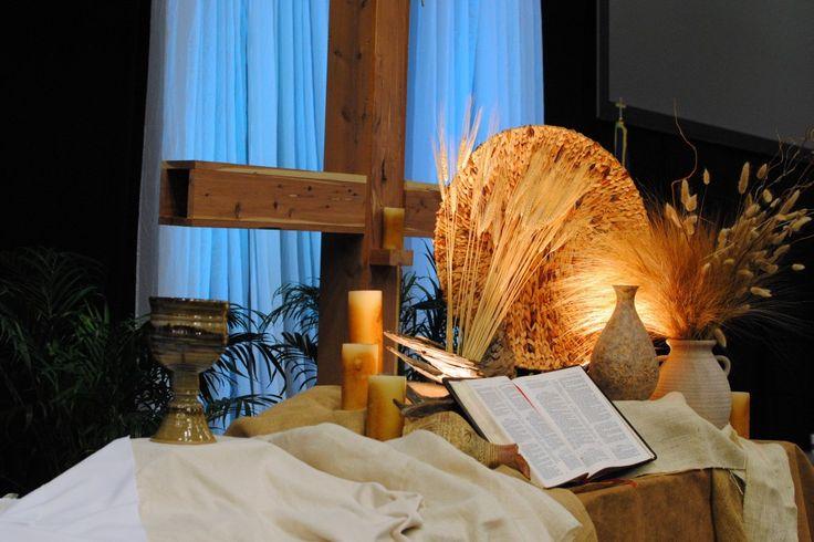 Rustic communion table worship ideas pinterest - Decoration table de communion ...