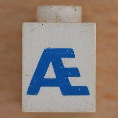 Lego Letter  (Leo Reynolds) Tags: canon eos iso100 ebay letter 60mm f80 letterset  01sec 40d hpexif xsquarex xleol30x