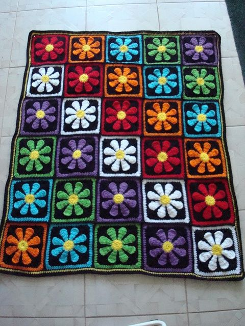 somuchyarnsolittletime:  (via Striking gerber daisy afghan FREE Pattern   crochet)