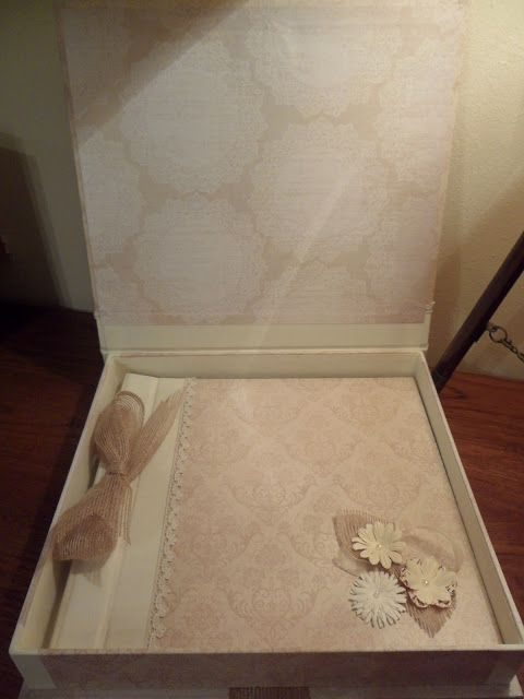 Conjunto de libro de firmas y caja para una boda