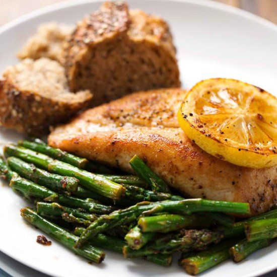 5 Ingredient Lemon Chicken with Asparagus - a bright, fresh, healthy dinner that's ready in 20 minutes!