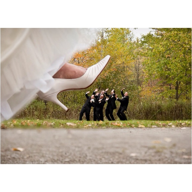 Cool wedding photo idea :) ---just had to share because I thought it was funny!