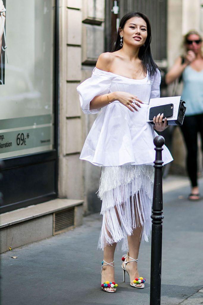 Nas semanas de moda as ruas são passerelles de estilo, onde se desfila elegância e uma atitude cool. Nelas é a individualidade de quem as pisa que se destaca suprema e superlativa. Entre modelos, it-girls, e editoras, os melhores looks da Semana da Moda de Alta Costura de Paris, são para ver na galeria, em …