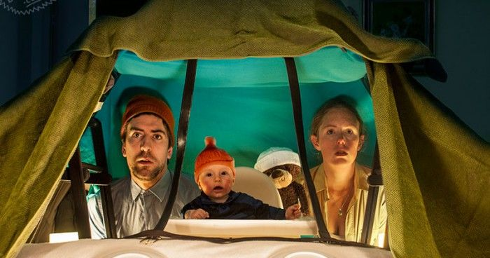 Σινεφίλ γονείς αναπαριστούν διάσημες κινηματογραφικές σκηνές με το μωράκι τους (και με πολύ χαρτόνι)