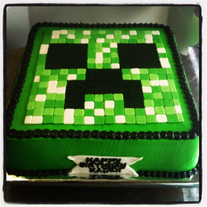 Minecraft Cake. Much faster to not put the squares around the sides :) some of these are so time consuming. This one is much more novice friendly