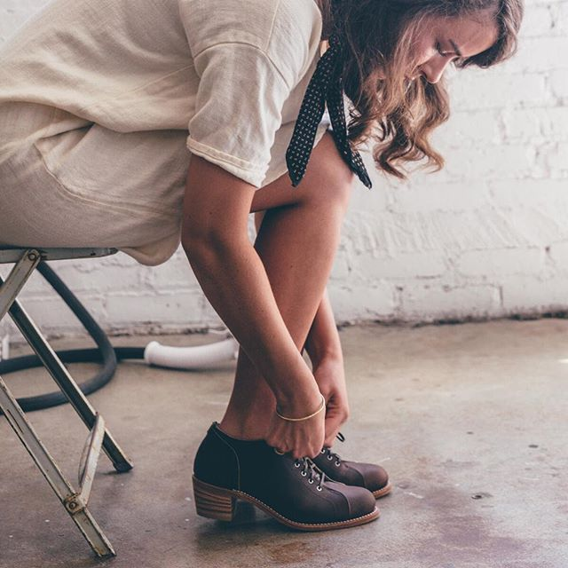 Inspired by women's oxfords-style shoes Red Wing made in the 30s and 40s when women were entering the workforce, the Faye is still practical and durable with a stacked leather heel for modern style and a Texon insole for comfort. #3418 #redwingwomen #redwingheritage