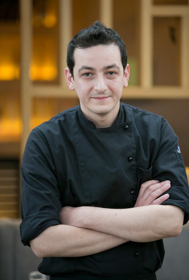 Ανοιξιάτικη σαλάτα με φρέσκα λαχανικά και αρωματική vinaigrette από τον ταλαντούχο chef του Mezzaluna, Μανώλη Γαρνέλη