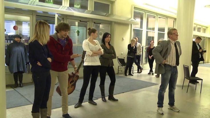 Flash mob Helsingin yliopiston päärakennuksessa Koe Kampus! -tapahtumass...