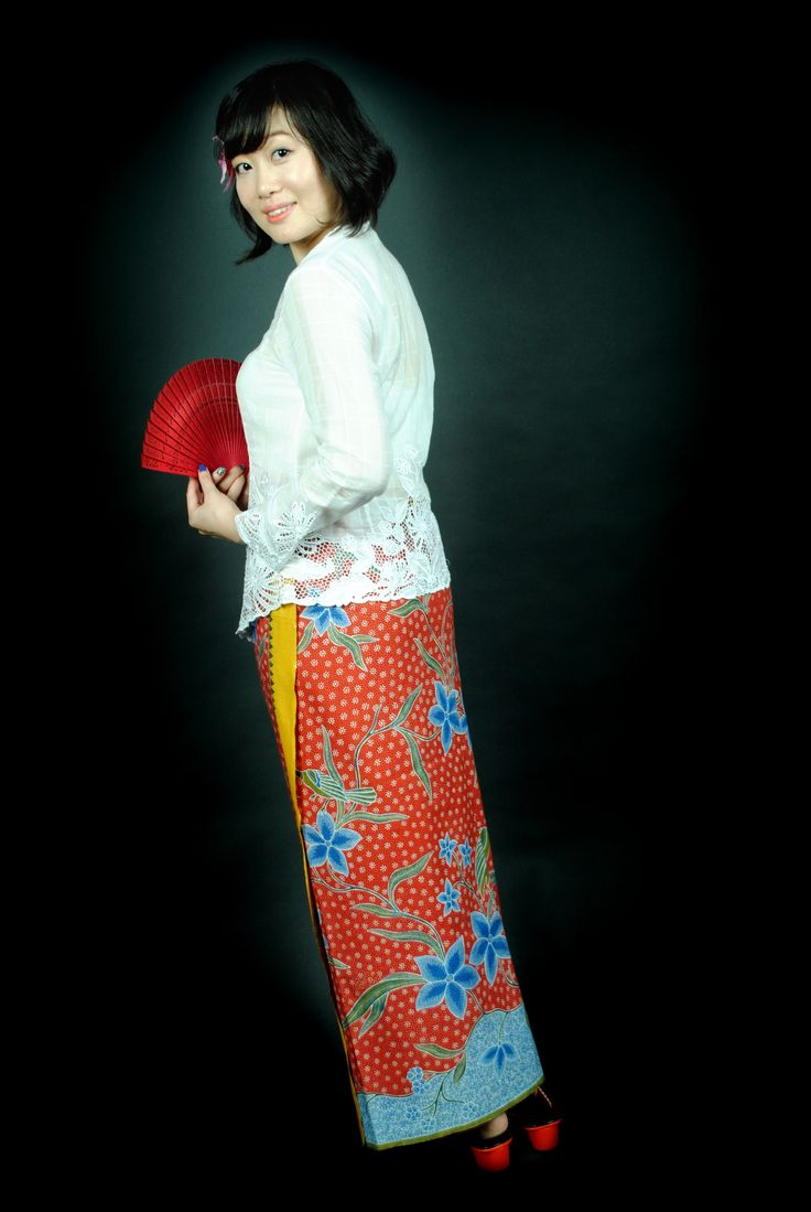 Little Nyonya Della on white kebaya and hip wrap (kain panjang) red peacock full hand drawn batik
