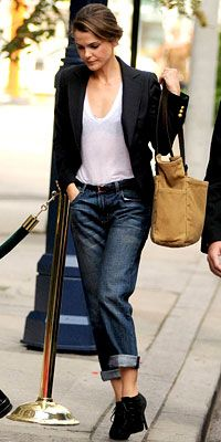 Girls who like boys who like boys to be girls:  play with contrasts à la Keri Russell.  Start with a T and to that add boyfriend jeans with a casual cuff, black booties, a school-boy blazer, and a hint of black lace beneath it all.
