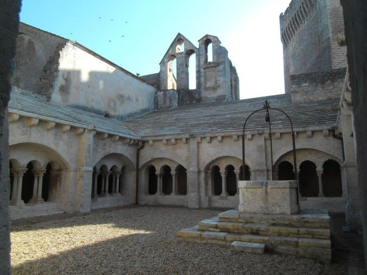 Montmajour 13 cloître et forteresse