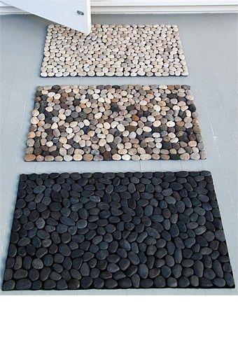 Que tal fazer um capacho de pedras para por na porta de entrada da sua casa?…
