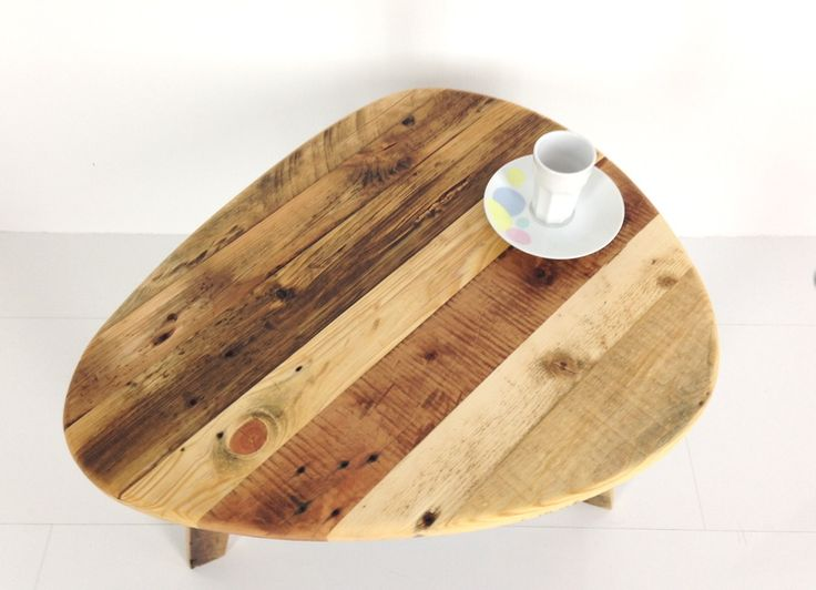 Une table basse faite de bois de palette récupéré