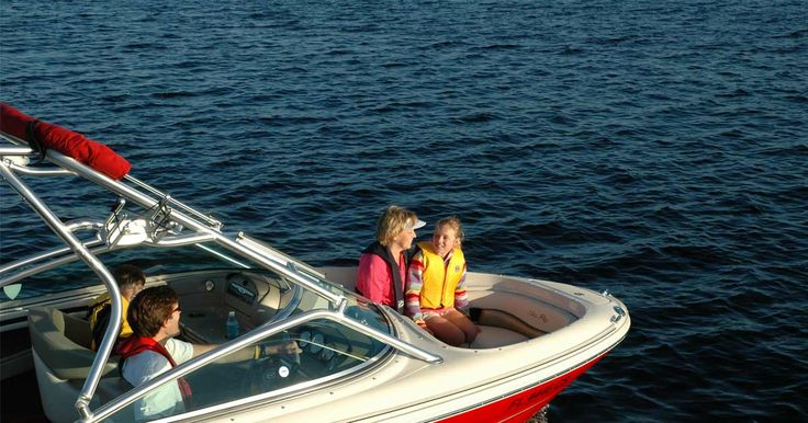 The BoatUS Foundation offers the only FREE online boating safety course developed specifically for your state. We also offer a wide range of advanced courses that will help you gain the knowledge to make you confident in any boating situation you encounter.