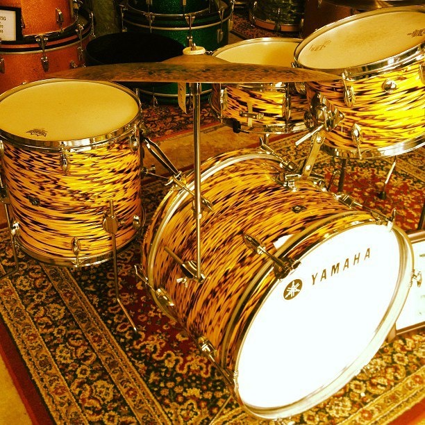 Vintage Yamaha Drum Set. Early 70's   tiger finish