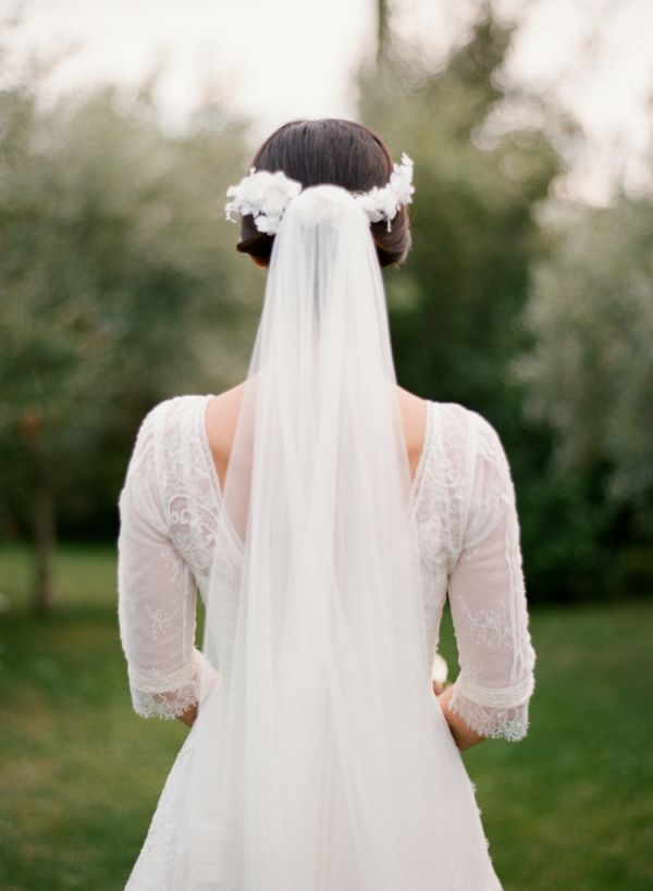 Bridal Wreath and Veil | photography by http://www.cinziabruschini.it