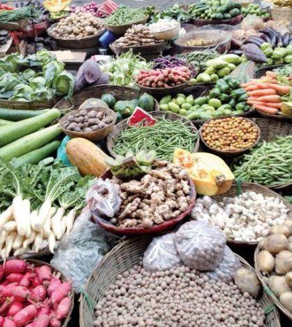 Τη μεγαλύτερη συμμετοχή στον αγροδιατροφικό τομέα έχουν τα γαλακτοκομικά, τα αρτοσκευάσματα και τα μπαχαρικά, ενώ έπονται το κρασί και το ελαιόλαδο. Η Ελλάδα πραγματοποιεί τις μεγαλύτερες εισαγωγές σε διάφορα διατροφικά προϊόντα, κυρίως εκείνα που δεν παράγει σε επαρκή ποσότητα και σε είδη κρέατος. Οι μεγαλύτερες εξαγωγές της Ελλάδας προσδιορίζονται σε φρούτα και λαχανικά, σε διάφορα αγροδιατροφικά προϊόντα και σε ελαιόλαδο.