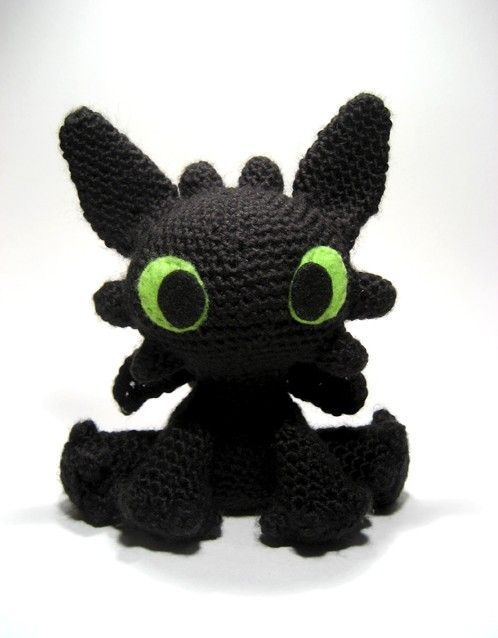 Free Pattern is located here:   http://sarselgurumi.blogspot.com/2011/05/toothless-amigurumi-pattern.html  This crochet maven is super-talented.     kittyvankat:    chaotic-and-serene:    Will be spending the rest of my life trying to figure out this pattern since the toy itself is already sold.     OMG, Amigurumi Toothless!!! :D