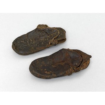 Flat, brown leather child's shoes. Egypt, ca. 1500-1800. l Victoria and Albert Museum