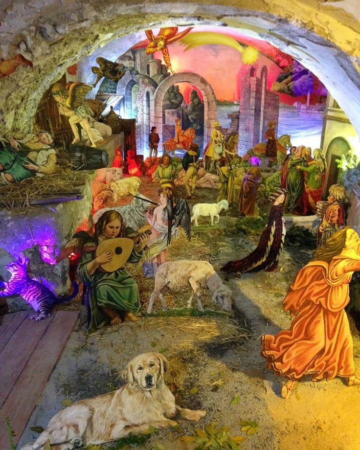 Altri dettagli dello splendido Presepe Dipinto del Mº Giacomo Palladino in P.zza Cantilena a Minori!  Other details of the beautiful #presepedipinto, we hope you enjoy it! #nataleaminori #minori #amalficoast  #picoftheday #nativity #art #christmas #ig_amalficoast #tourism #religiousart #traditions #tradizioni #presepe #ig_worldclub #igersitalia #igers #italia #italy #paesaggisalernitani #salerno #vivosalerno
